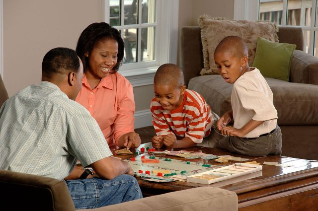 1280px-family_playing_board_game