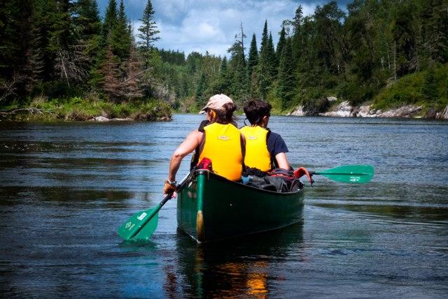02-canoeing-manigotagan-river-manitoba